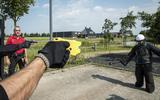 Video: Noordelijke politie traint met een nieuw wapen, de taser