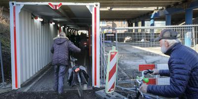 Fietsers zijn vanwege de werkzaamheden op de Zuidelijke Ringweg vaak sneller bij hun doel dan automobilisten. Foto: Jan Willem van Vliet
