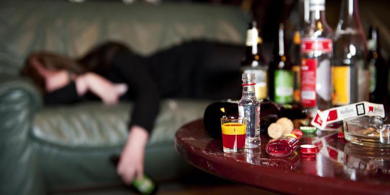De helft van de studenten drinkt overmatig veel alcohol.