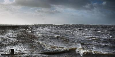 Het Lauwersmeergebied bij storm en hoog water in 2012. Foto: archief Jan Zeeman