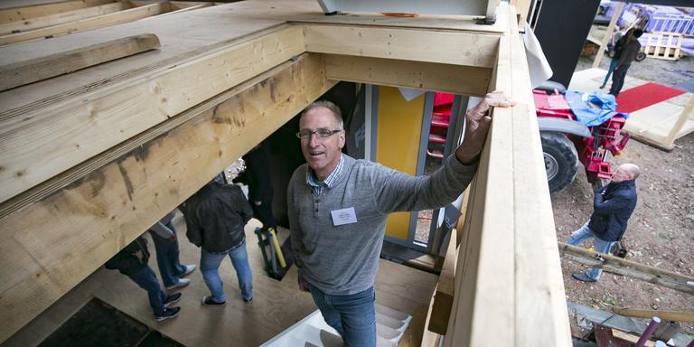 Maarten Wiersma in een van de circulair gebouwde appartementen