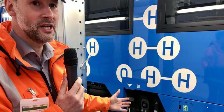 Projectleider René Gessing vertelt hoe de waterstoftrein werkt.