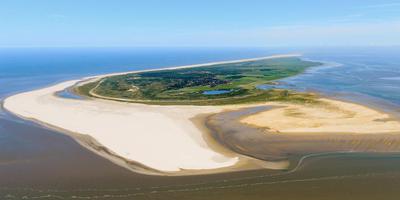 Schiermonnikoog vanuit de lucht. Foto: Maarten van de Biezen