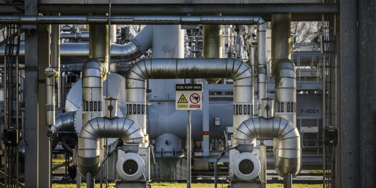 Een gasinstallatie bij Ten Post. Door stikstof in het gasveld te spuiten, neemt het aantal aardbevingen af, zegt de Overleggroep Groningen 2.0. Foto: Kees van de Veen