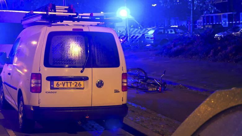 De fiets van het slachtoffer vlak na de schietpartij op de Korreweg in Groningen. Foto: Archief DvhN