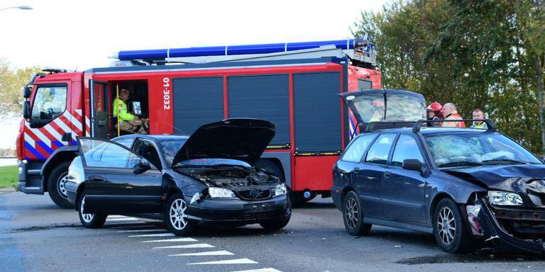 Oosterveldweg tussen Farmsum en Delfzijl afgesloten na auto-ongeluk.