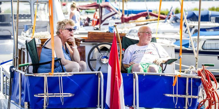 Pleziervaarders moeten oppassen want het Oldambtmeer wordt snel ondieper. Foto: Archief/Huisman Media