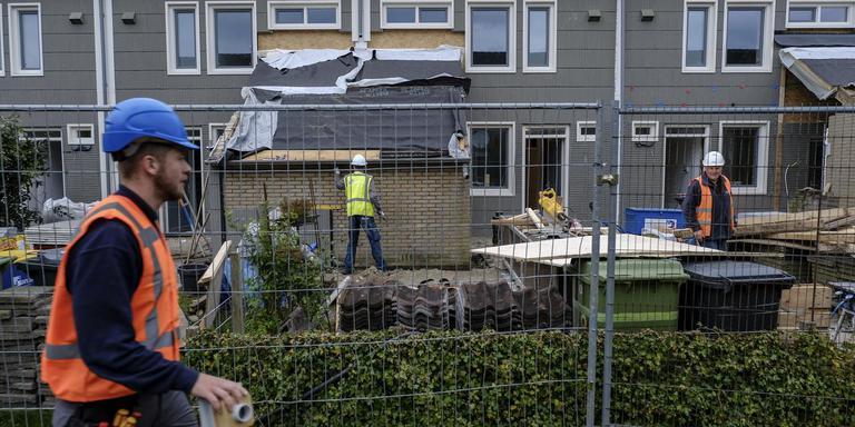 De grootscheepse huizenversterking in Opwierde Zuid verandert de wijk langzaam in één grote bouwput.
