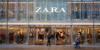 Modezaak Zara huist sinds twee jaar in het oude Bijenkorf-pand. Foto DvhN/Matthijs Sorgdrager