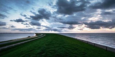 De Lauwersmeerdijk.