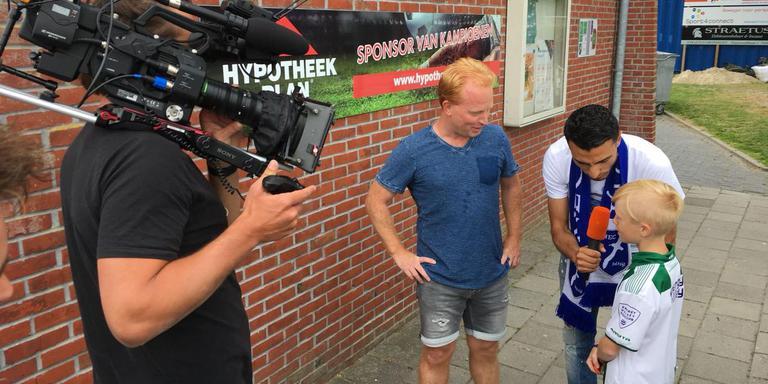 Thomas van Noort tijdens de opnames op het Sportpark Centrum in Delfzijl. Eigen foto