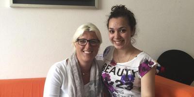 Esther van Dijken met de 18-jarige Mariam