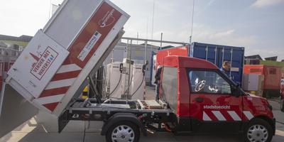De StreetScooter van Stadstoezicht. Holthausen bouwde de accuwagen om in een waterstofexemplaar voor een grotere actieradius. Foto gemeente Groningen