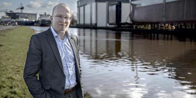 Sectormanager Sieger Sakko bij de scheepswerven langs het Winschoterdiep in Hoogezand. FOTO JAN ZEEMAN