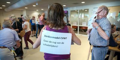 In augustus 2016 werd de receptie van het Centrum Veilig Wonen in Appingedam bezet door dertig leden van de Groninger Bodem Beweging, die ontevreden waren over de schadeafhandeling. Foto Corné Sparidaens