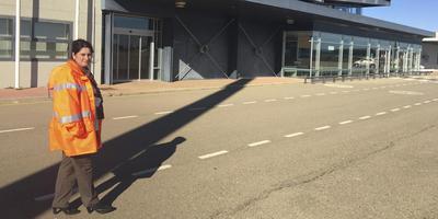 Burgemeester Beatriz Calvo Lasiera van Monflorite, het dorp dat bijna grenst aan de start- en landingsbaan van spookvliegveld Huesca-Pirineos. Foto: DvhN