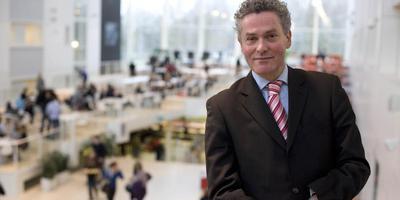 Henk Pijlman in de Hanzehogeschool. Foto Jan Willem van Vliet
