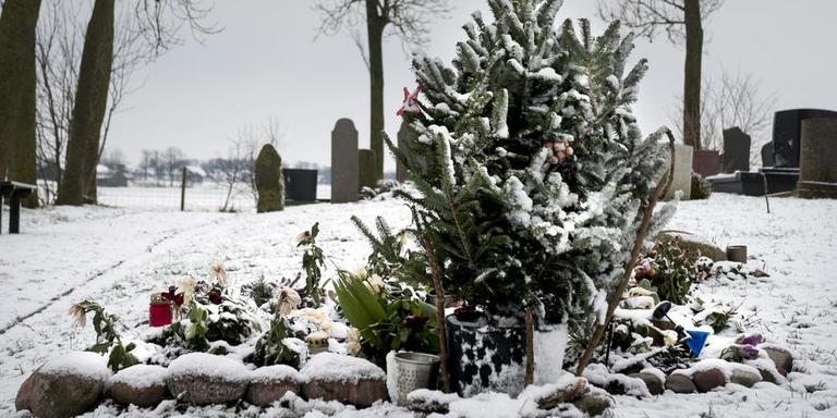 Graf van de op Lauwersoog omgekomen man en dochter op begraafplaats Wierumerschouw. Foto: Reyer Boxem