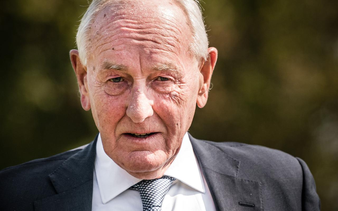 ,,Remkes staat ver van de partijen. Qua statuur en gezag is hij de juiste persoon. Hij is het nationale oliemannetje.''