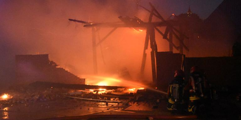 Zeer grote brand in Middelstum. Foto: De Vries Media
