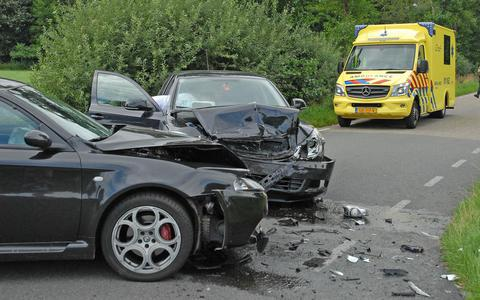 Man raakt gewond bij auto-ongeluk Boerakker