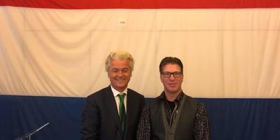 PVV-raadlid Emil Smeding uit Delfzijl bij zijn presentatie als lijsttrekker voor de raadskiezingen van maart door partijleider Geert Wilders. Foto Facebook Geert Wilders