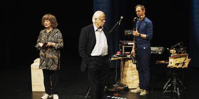Vasalis, altijd vandaag met vlnr Nettie Blanken, Bram van der Vlugt en Joris van der Vlugt. Foto: Sarah Wijzenbeek