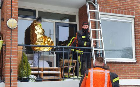Dochter van 1 jaar sluit moeder (zonder jas) in de vrieskou buiten op balkon in Winschoten