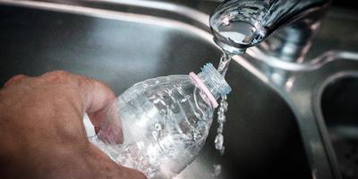 De kinderen op negen scholen van O2G2 krijgen voorlopig geen kraanwater te drinken.