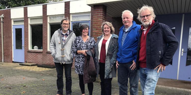 Actievoerende inwoners van Overschild, tweede van links Klaasje Pen. foto archief dvhn