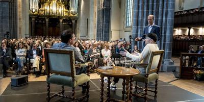 Vorig jaar gingen Arjen Lubach en filosoof Emanuel Rutten met elkaar in gesprek tijdens de Nacht van de Levensbeschouwing.