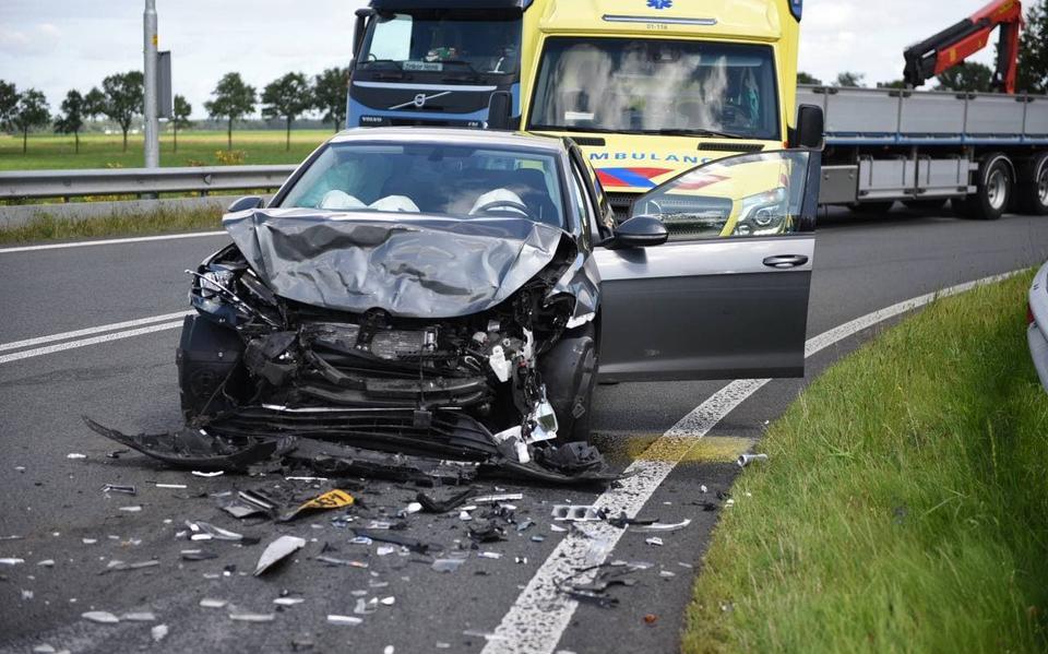 Automobilist gewond door botsing op N366 bij Nieuwe Pekela.