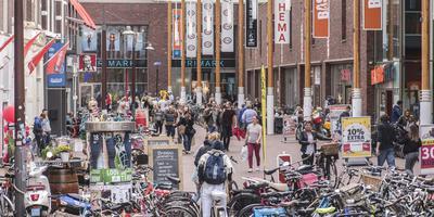 Drukte bij de winkels in de Westerhaven in Groningen. FOTO DUNCAN WIJTING