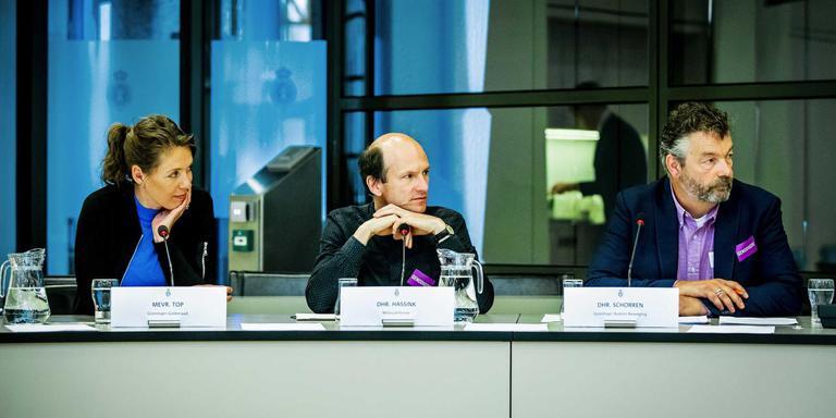 Susan Top, Groninger Gasberaad, Evert Hassink, Milieudefensie en Derwin Schorren, Groninger Bodem Beweging, tijdens een rondetafelgesprek in de Tweede Kamer over de gaswinning uit het Groningenveld. ANP REMKO DE WAAL