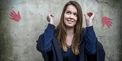Op 5 december 2018 maakte Elin Stil (18) haar debuut als nieuwslezer op Radio 10. Daarmee is ze de jongste nieuwslezer ooit op de landelijke radio. Foto: Corné Sparidaens