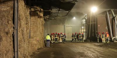 Smeulbrand bij bedrijf in Oude Pekela.