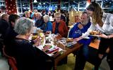 Volle tafels tijdens een avondje proefdraaien in een eerdere editie van Happietaria.