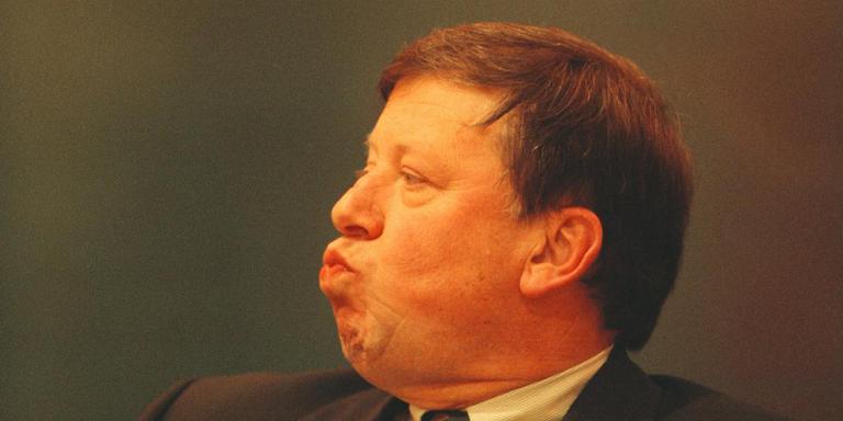 Toenmalig burgemeester Ouwerkerk van Groningen tijdens de vergadering van de raadscommissie in 1998.