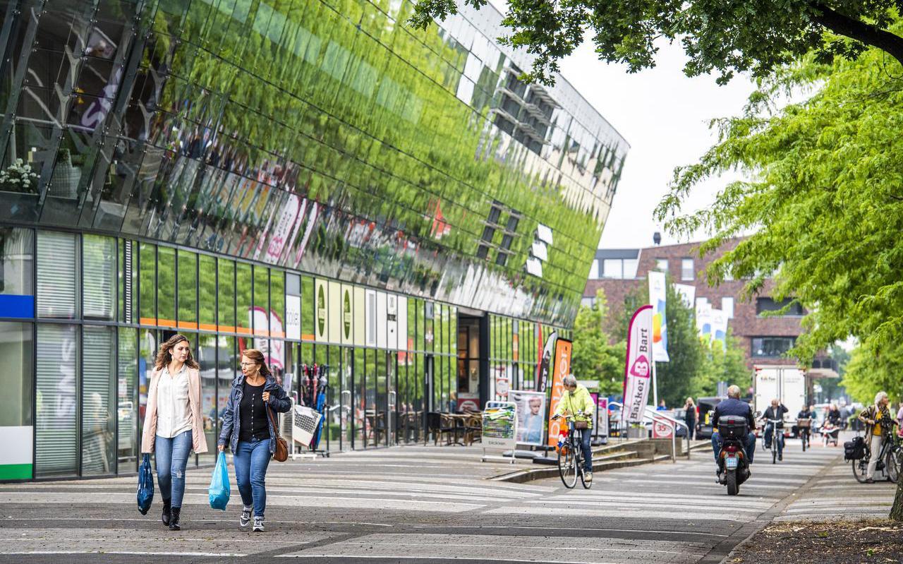 Zal het winkelend publiek in Klazienaveen eerder de grens over gaan voor boodschappen als Duitsland de btw verlaagt? ,,Hier gaan we last van krijgen.''
