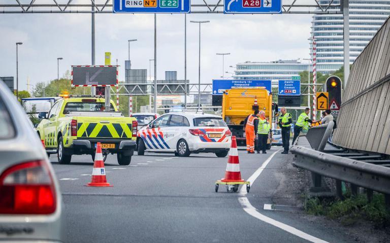 Twee rijstroken op N7 bij Julianaplein afgesloten na kop-staart botsing: veel file.