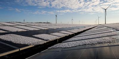 Met SunPort heeft Delfzijl nu al een van de grootste zonnepark van het land, op twee voormalige slibdepots bij Farmsum komen er nu nog twee. Foto Archief Huisman Media