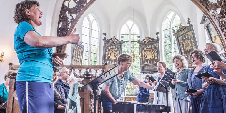 Met een optreden van koor Focus Vocaal in de Petruskerk in Pieterburen ging de kunstroute van start. Foto Duncan Wijting