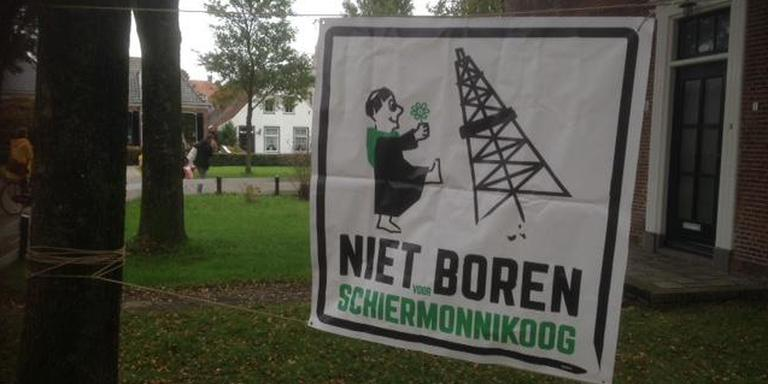 Het spandoek bij het gemeentehuis van Schiermonnikoog. Foto: Werkgroep Horizon
