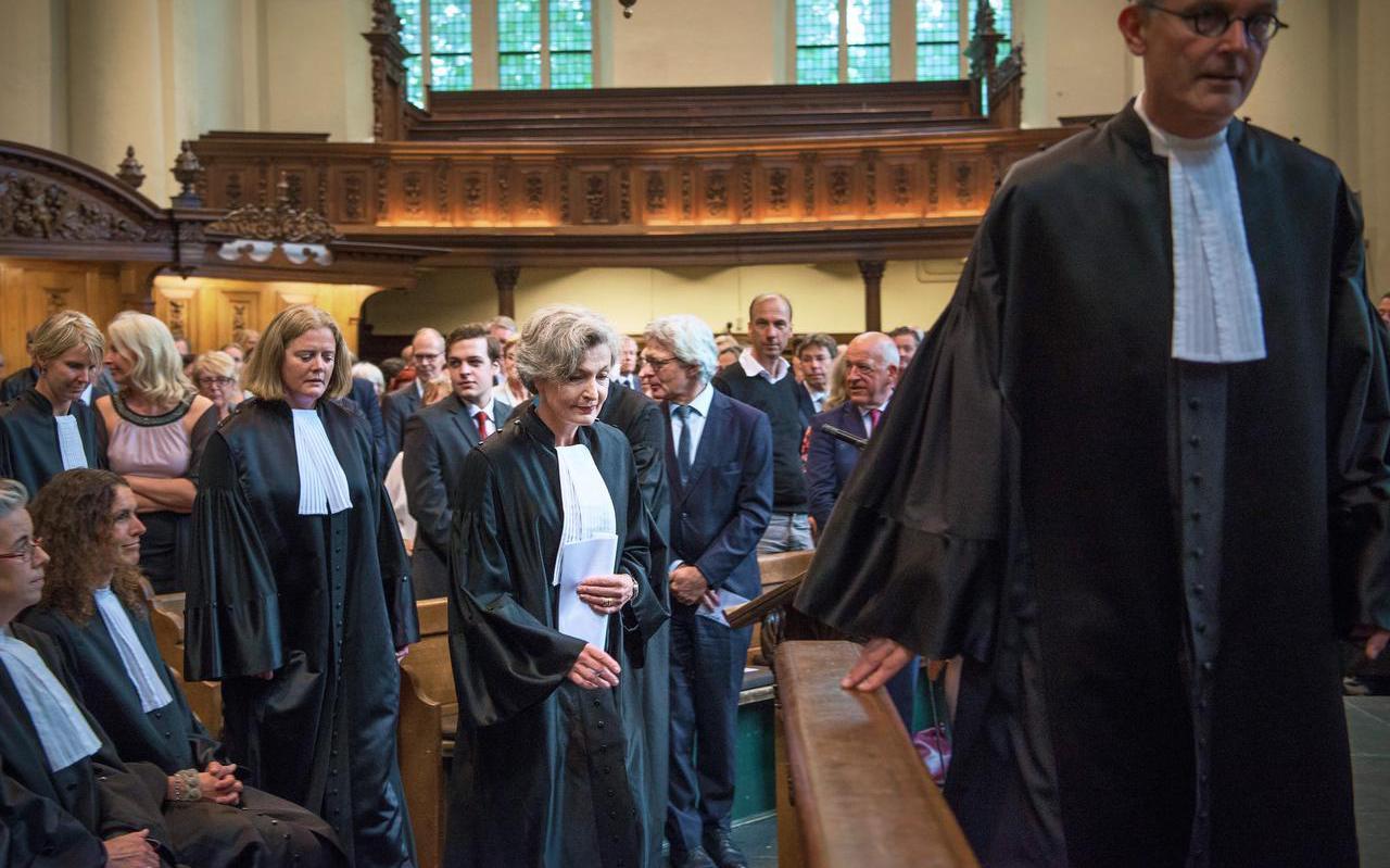 De opgestapte rechtbankpresident Maria van de Schepop (midden) in 2017, toen net geïnstalleerd. Foto: Archief Corné Sparidaens