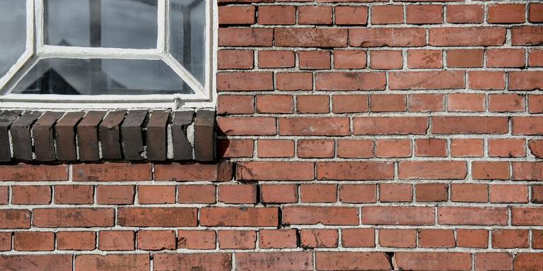 De huizen in het aardbevingsgebied zijn in waarde gedaald. Foto: Archief DvhN/Jan Zeeman