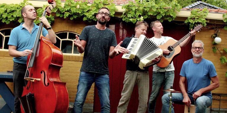 Krödde maakt een toernee van een dag van Ten Post naa Schiermonnikoog. Foto DvhN