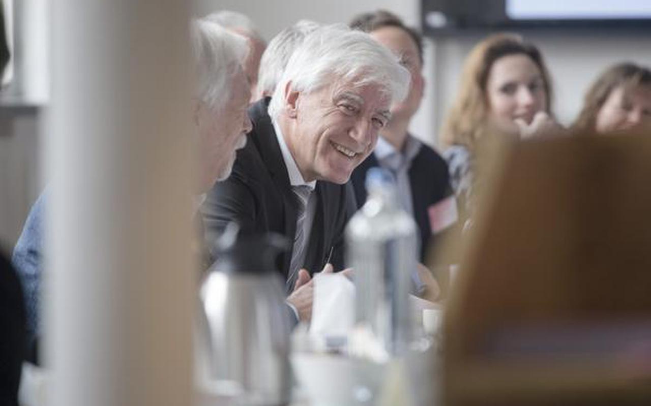 Max van den Berg mijmert over de toekomst van de provincie Groningen aan De Tafel van Max. FOTO DUNCAN WIJTING
