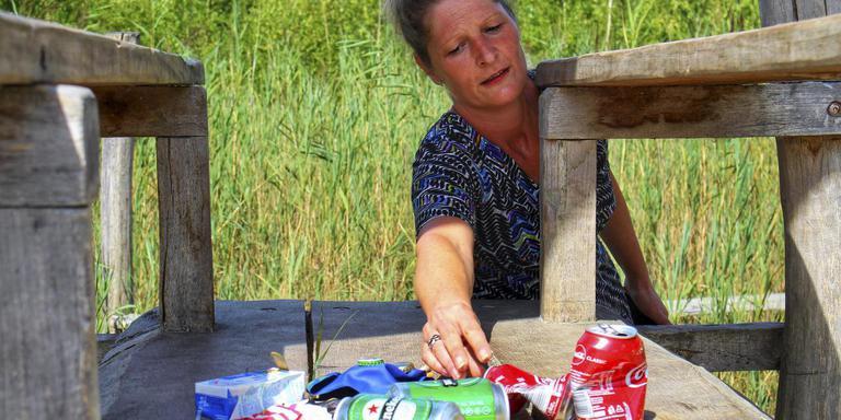 Wietske Trausel van de Heemtuin in Muntendam heeft er een dagtaak aan rommel te ruimen.