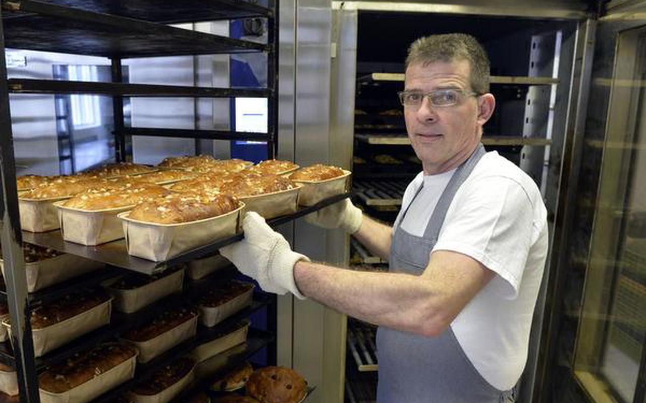 Johan Scholtens levert al jaren brood aan de kantine van de gevangenis in Ter Apel. FOTO BOUDEWIJN BENTING