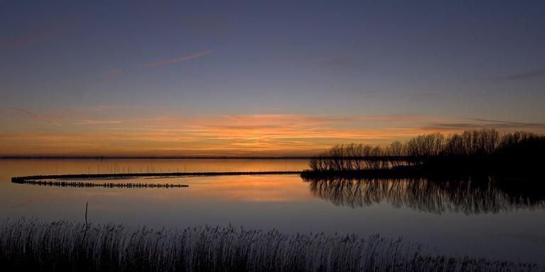 De verhoging van het peil van het Lauwersmeer is omstreden. Foto LC/Marcel van Kammen